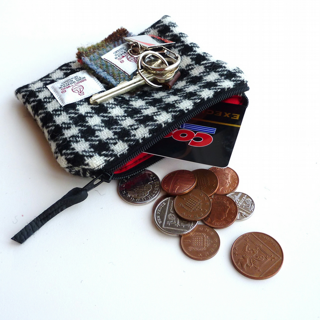 Small wool purse, black and white houndstooth HARRIS TWEED, made in Scotland