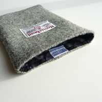 Grey wool Kindle Voyage cover, made in the famous Harris Tweed, lightly padded