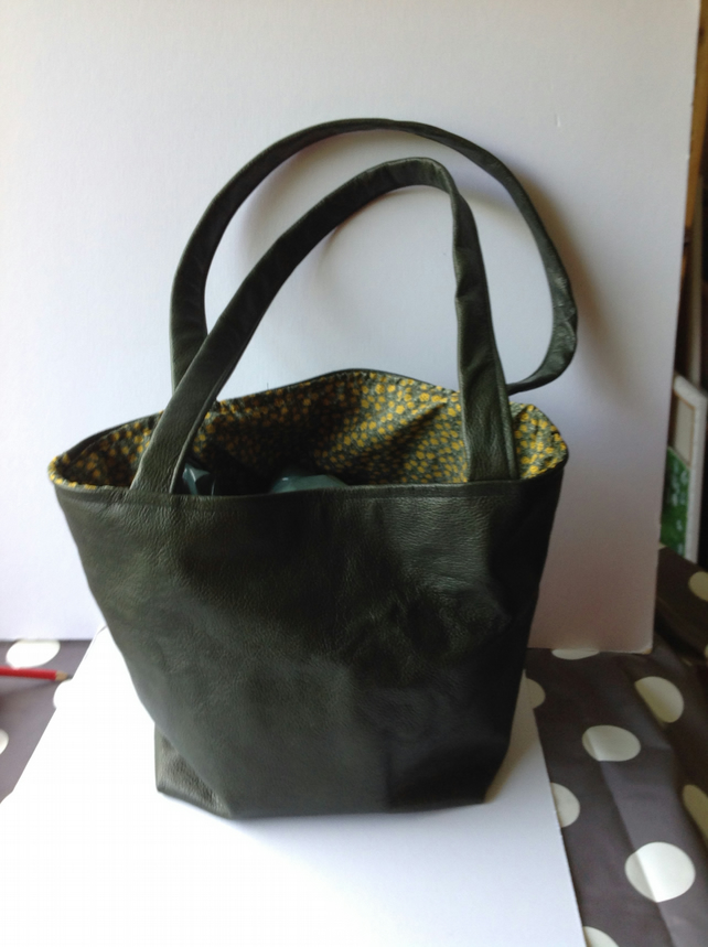 Tote green leather bag