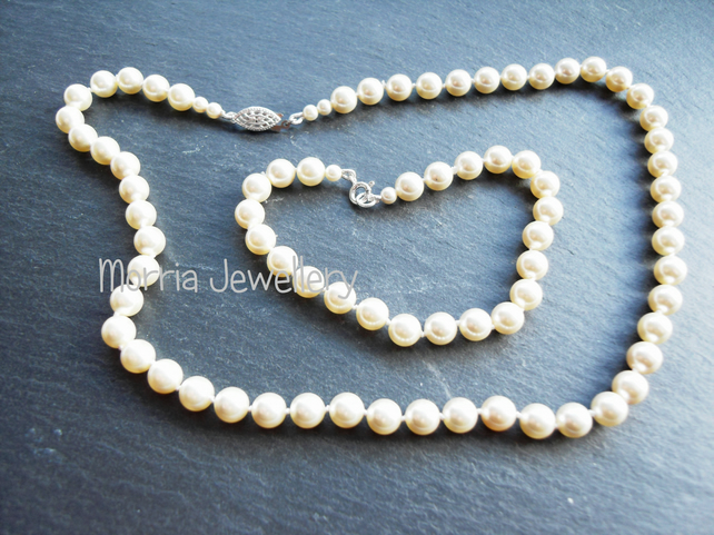 Cream Swarovski pearl necklace and bracelet set