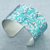 Bird jewellery cuff bracelet, wide metal bangle in turquoise with birds. C443