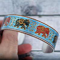 Cuff bracelet with elephants. Elephant jewellery gifts. B548