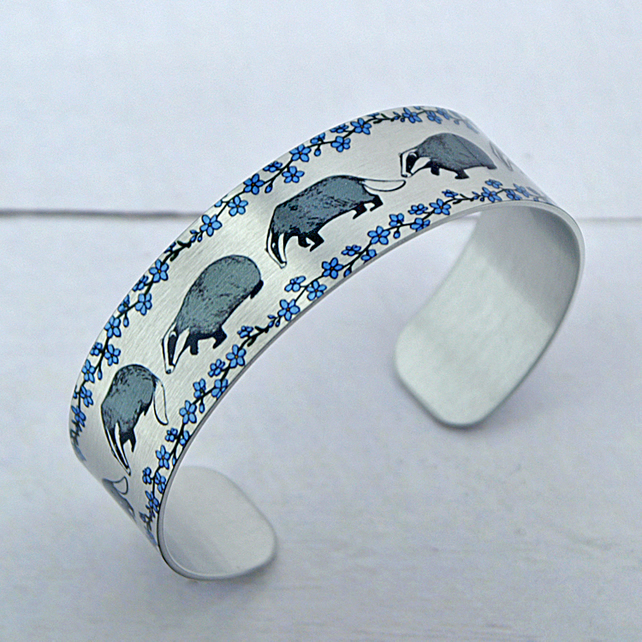 Badger jewellery, cuff bracelet with badgers. Badger gifts. B596