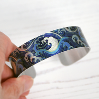 Cuff bracelet with sea surf and waves, Ocean jewellery gifts. B593