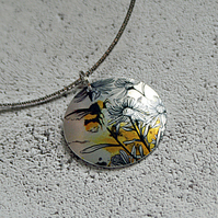 Bee pendant necklace on a flexible choker. Handmade jewellery. PL533