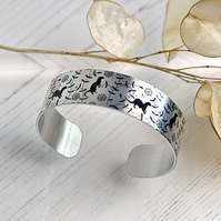 Otter cuff bracelet, wildlife jewellery with otters, otter gifts. B480