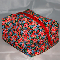 Make up Bag, Floral, Zipped, Boxy