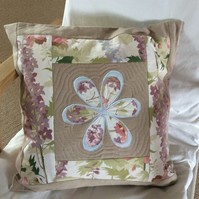 Cushion cover, appliquéd flower motif, decorative quilting, 18 inch,45cm square