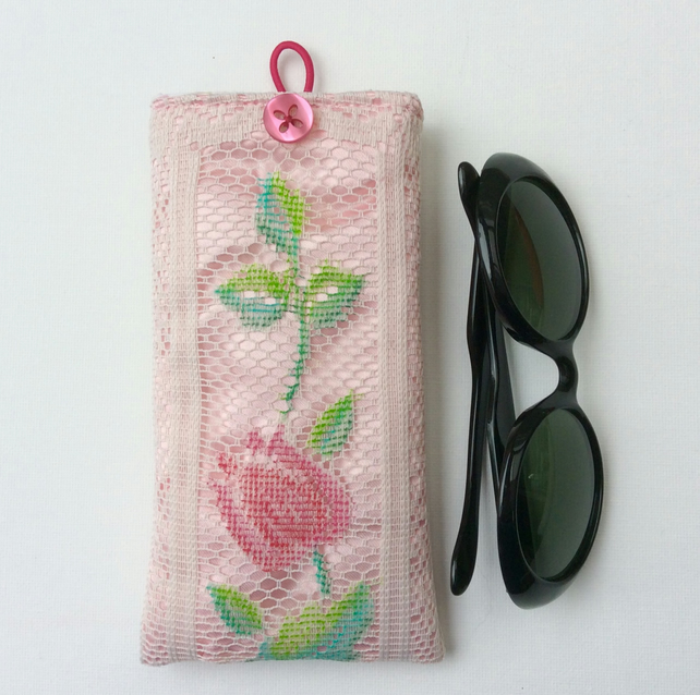 Glasses case, sunglasses case, vintage look.