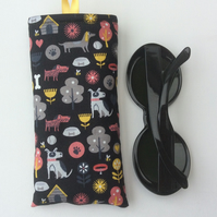 Glasses case, sunglasses case, dog motifs on black background