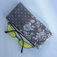 Glasses, sunglasses soft case, light grey, hearts and roses