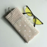 Glasses, sunglasses soft case, beige with white hearts, beige and white gingham