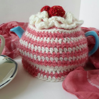 crochet strawberry ripple tea cosy