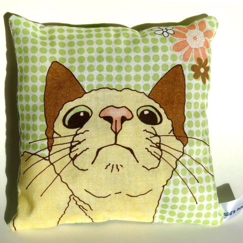 Lavender scented whimsical cushion featuring cat illustration - 6 x 6 inches