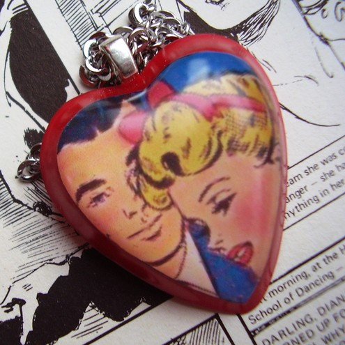 'WeEk-EnD RoMaNcE' ViNtAgE CoMiC NeCkLaCe