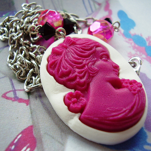 Marjorie Loves... KiTsCh CaMeO NeCkLaCe