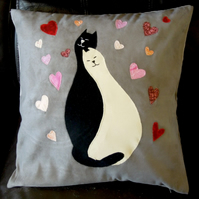 "Handmade appliqued cushion cover ""Cats in Love"""
