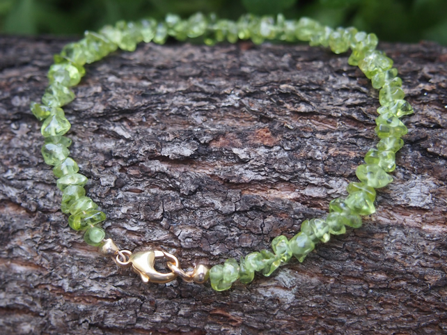 Peridot and rolled-gold delicate bracelet