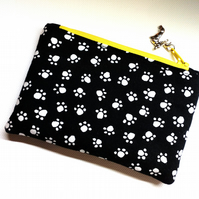 Paw print coin purse in black and white 385B