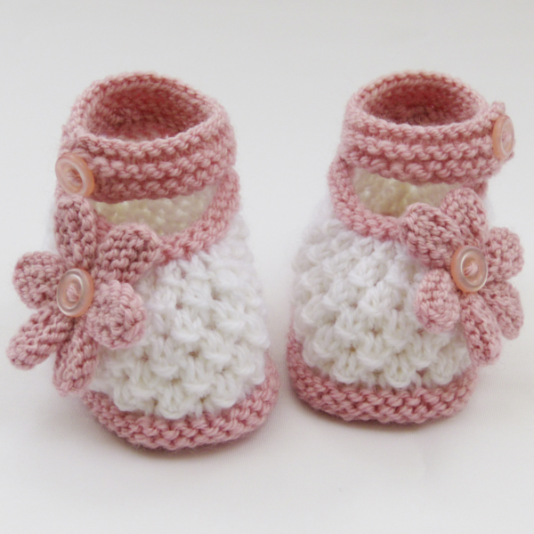 Free Hand Knitting Patterns For Babies : Free Hand Knitted Baby Booties Pattern