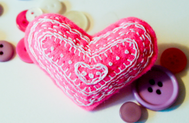 Felt Brooch - Hand Sewn heart Brooch Pin - Birthday Gift - Pink and White