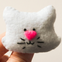 Felt white cat brooch, Gift for a cat lover, White cat pin