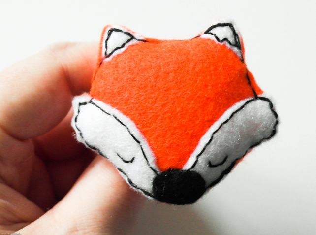 Red fox felt brooch. Handmade felt woodland animal pin, Cute red fox brooch