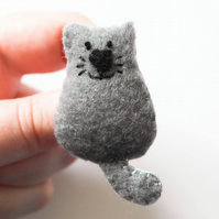 Grey cat felt brooch-Cat lover gift-Gift for a crazy cat lady-Cat secret Santa