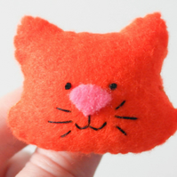 Ginger cat brooch-Gift for a cat lover-Handmade ginger kitty felt brooch-Cat pin