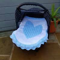 Carseat blanket, white and blue