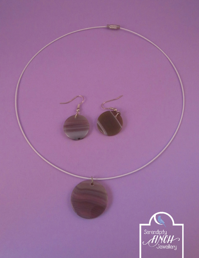 Round White Agate Necklace and Earrings Set