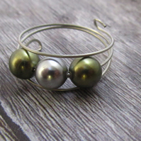 Green Shell Pearl Memory Wire Ring, Shell Pearl Ring, Green Ring