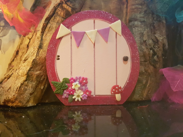 Pink fairy door with fairy dust and a key folksy for Fairy door with key