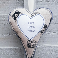 Hanging heart decoration for cat lovers - Live Love Meow