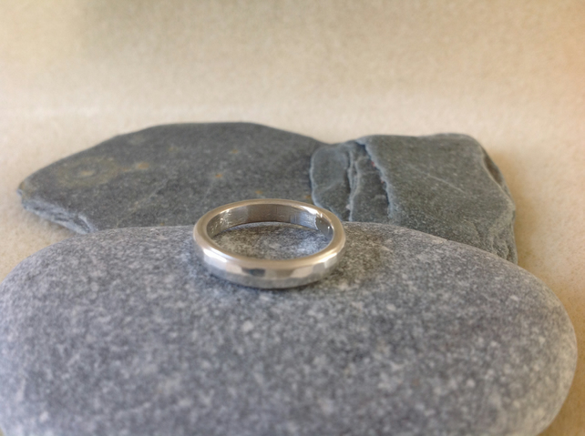 Sterling silver Unisex small hammered pinky ring.