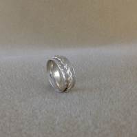 Sterling silver Unisex hammered twist spinner worry ring