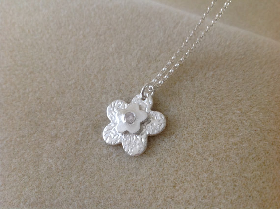 Fine silver textured flower stone set pendant necklace