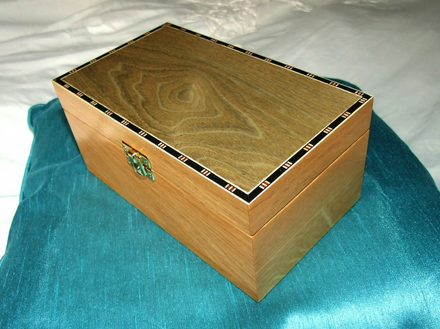 Oak Box with Stained Lid