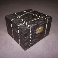 Black Box with banding