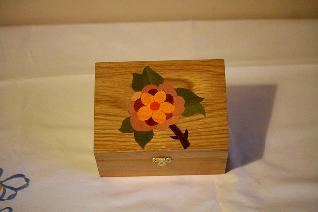 Oak Box with Flower Lid