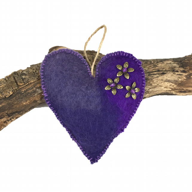 Padded hand felted, lavender scented heart in purple shades  (1)