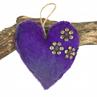 Padded hand felted, heart in purple shades  (1)