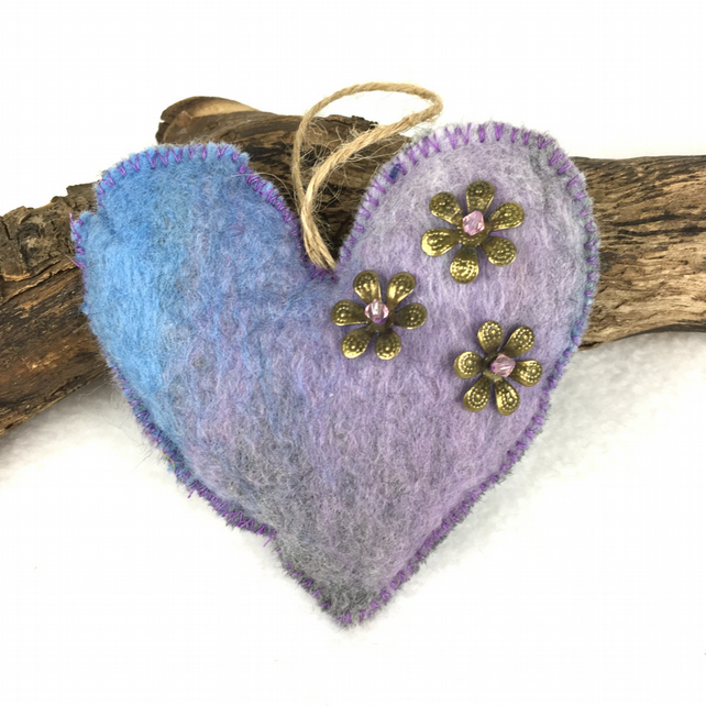 Hanging, padded felt heart in lilac, blue and grey merino wool (2)