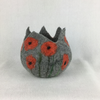 Felted pod, pot in grey with poppy design