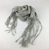 "Felted scarf in grey ""tweed"" with tassels"