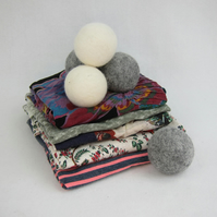 Set of eco-friendly felt drier balls