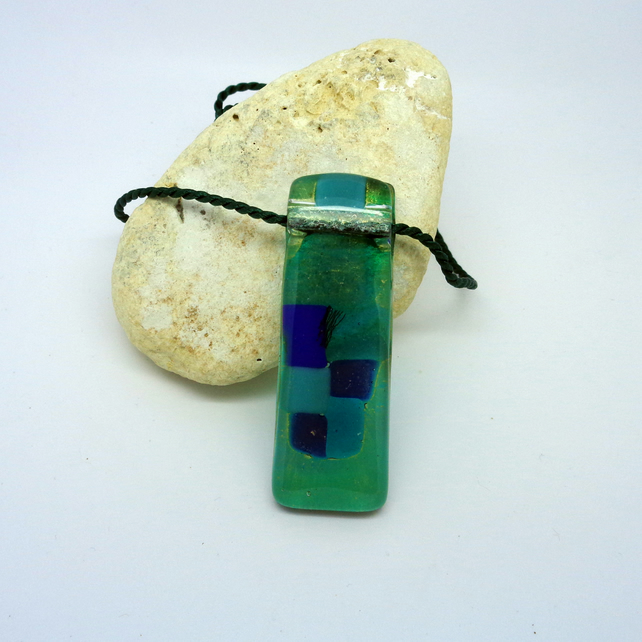 "Metal-free fused glass pendant ""Cubes"""