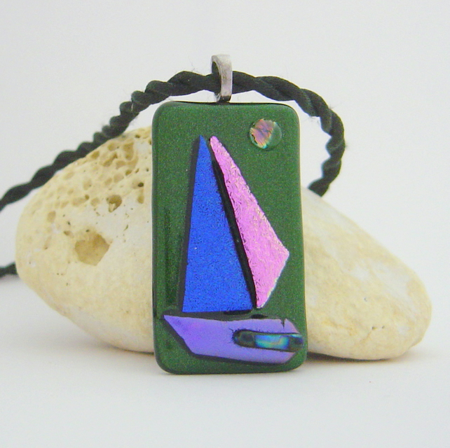 "Dichroic glass pendant ""Moonlit sails on green"""