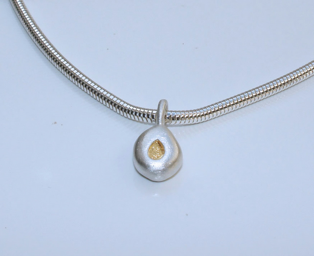 Teardrop pebble necklace