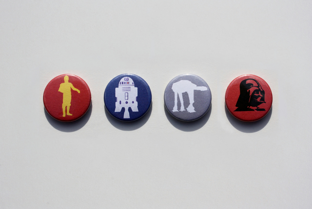Star Wars characters pin badge set